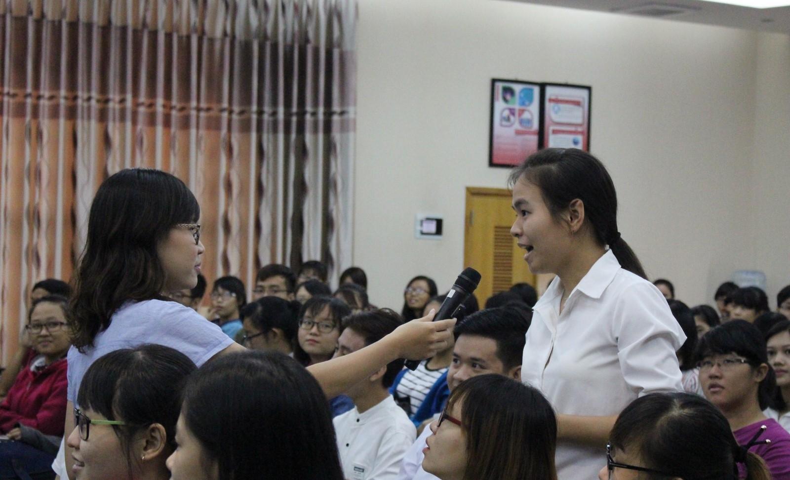Phần giao lưu thu hút nhiều sự quan tâm của sinh viên